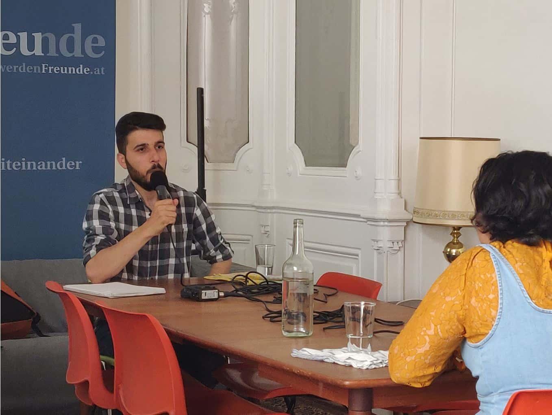Podcast Salongespräche: Nour im Gespräch mit Ahmad